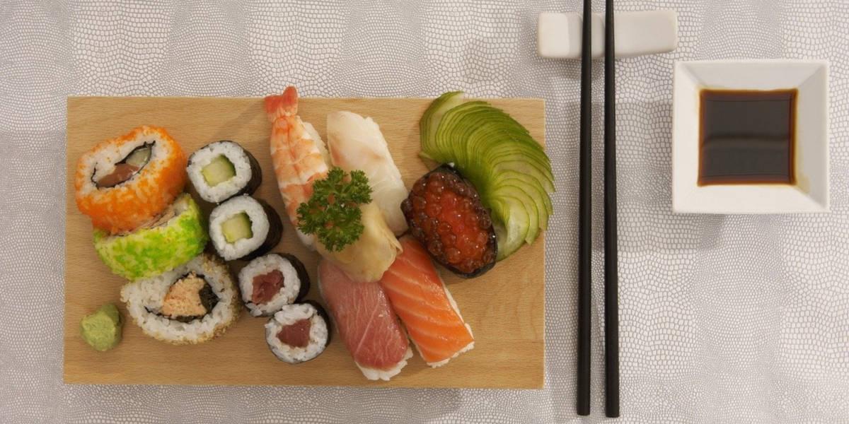 sushi i inne owoce morza są bogate w omega-3 w formie DHA i EPA
